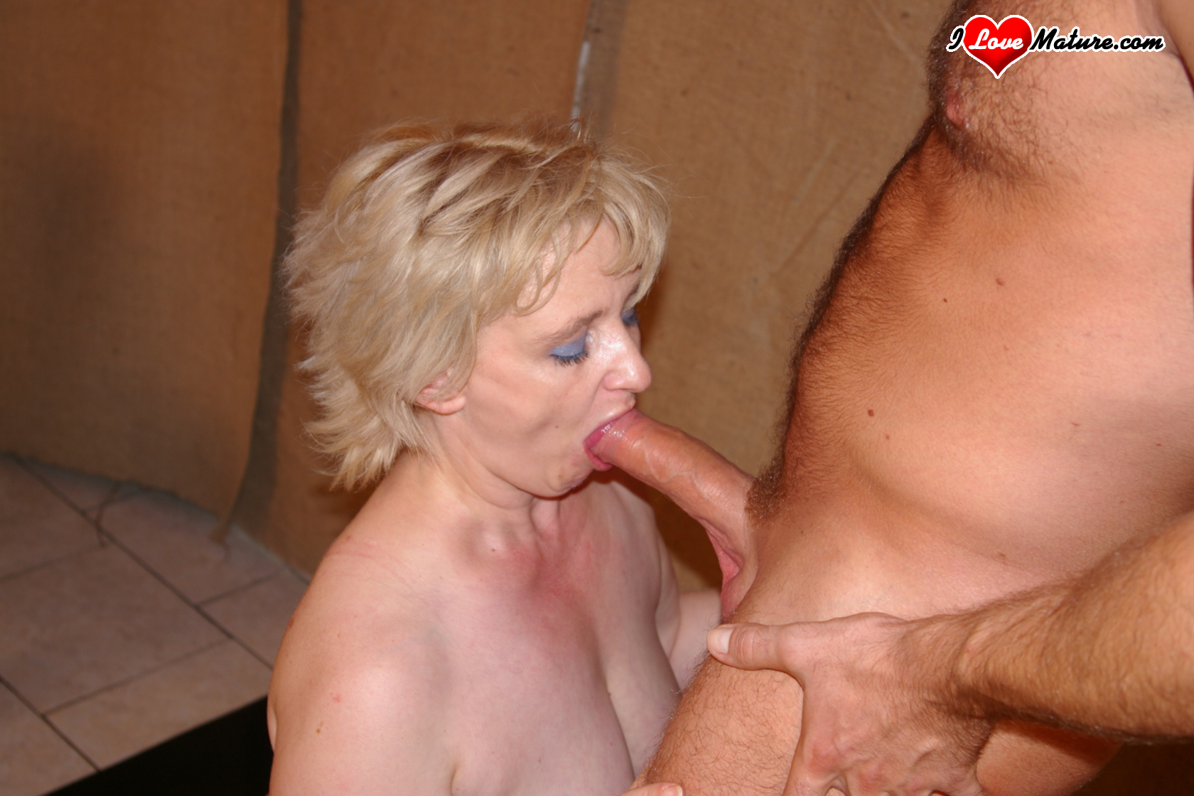horny mature blonde slut fucking and sucking - grannypornpics