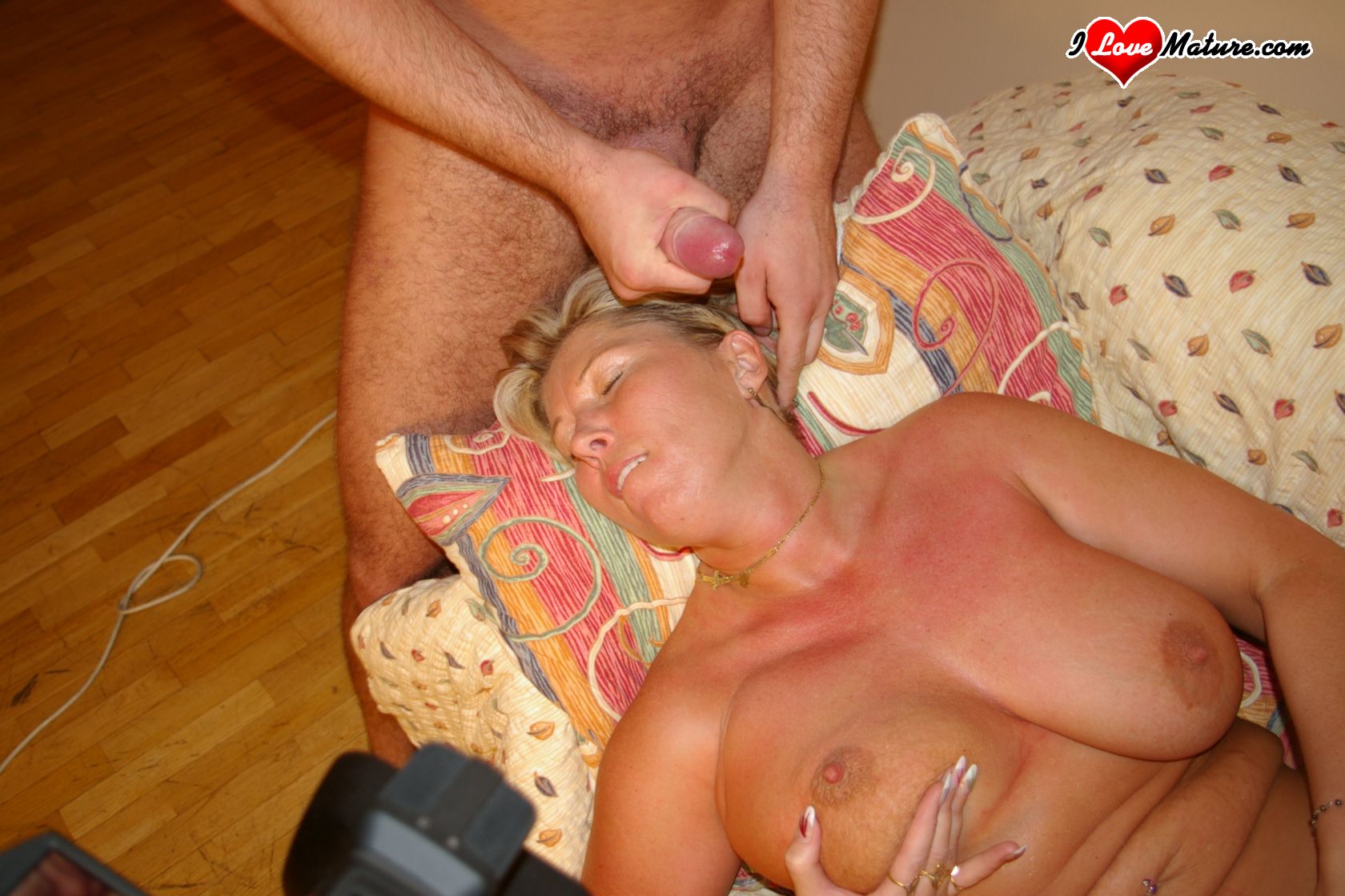 Mature gets nailed by younger hunk 10