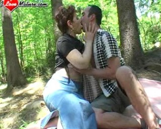 This horny mature gets fucked in the open air