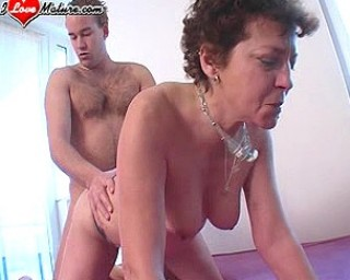 Mature slut in sucking and fucking action