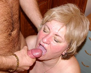 Mature lady sucking cock and gettin' laid