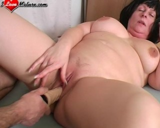 chubby mature cunt is getting her pussy fucked