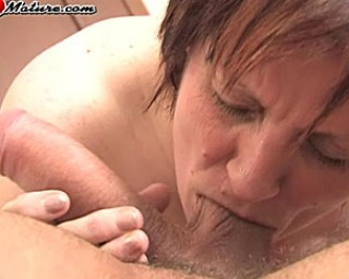 Fist loving mature slut getting nasty