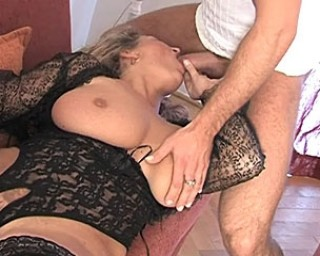 Mature i-love-mature Fuck that mature cunt raw on her couch